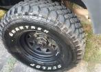 5 rodas e pneus MUD para defender ou discovery