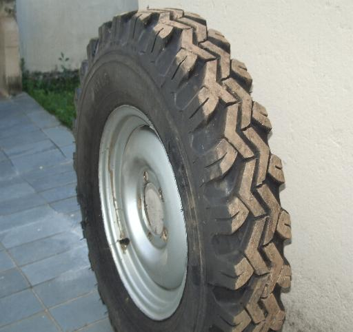 vendo pneus 750x16 c rodas. Black Bedroom Furniture Sets. Home Design Ideas