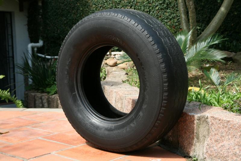 troco  vendo 1 pneu largo de f1000 usado