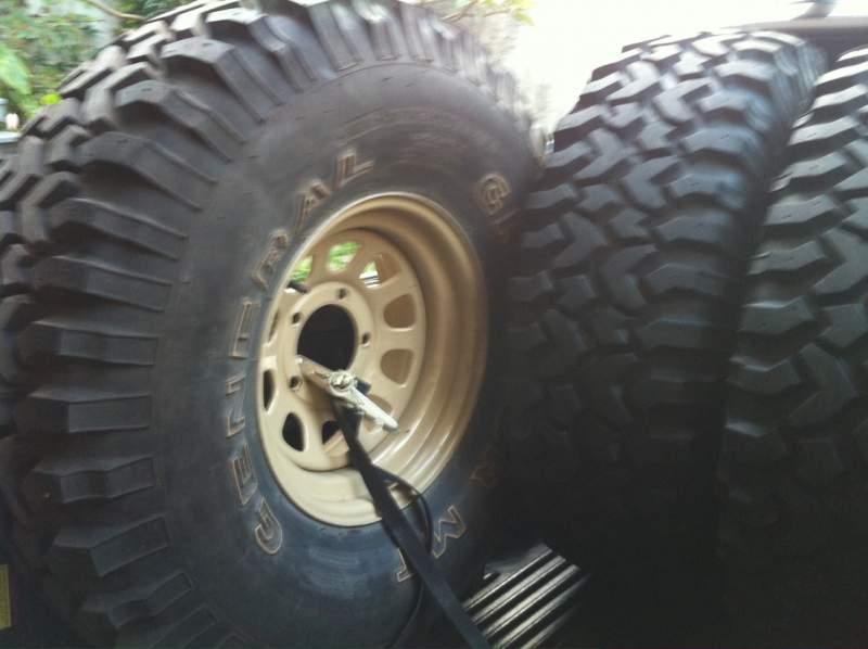 vendo 5 pneus general grabber mt 35 1 novo e 4 que quase n o rodaram. Black Bedroom Furniture Sets. Home Design Ideas