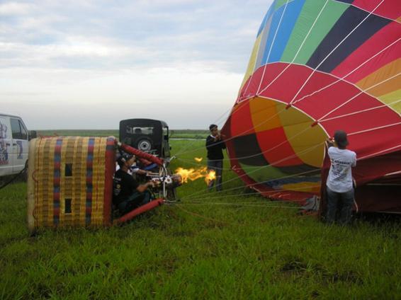 Balonismo - Enchendo o balão.