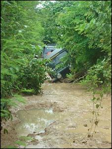 Trilha da tucunduba - jeep 51 tentando passar de banda - não deu!!!