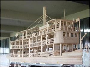 Modelo em madeira de Buriti do Benjamin Guimarães. Tem uns três metros de comprimento.