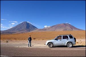 No fundo o Vulcão Licancabur. Próximo a San Pedro de Atacama, Chile.