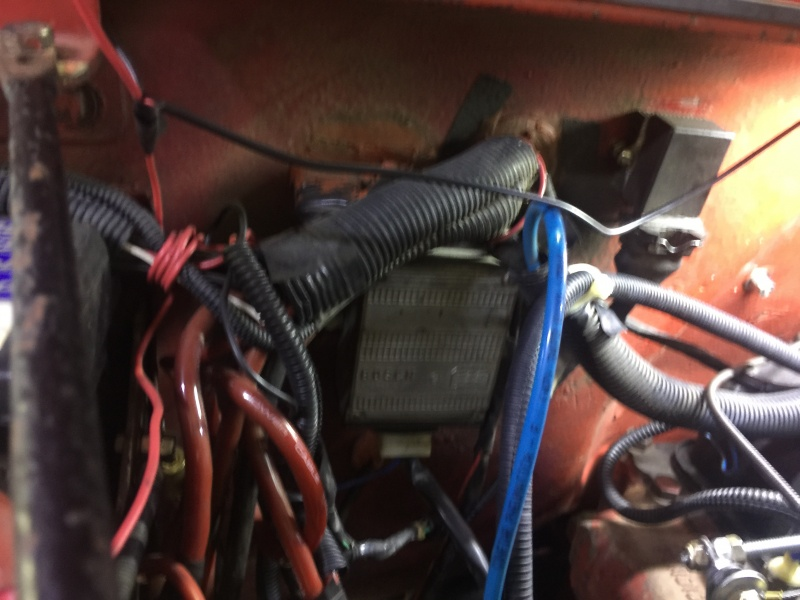 Coloquei 2 centrais de ignição eletrônica, uma veio com o Jeep, que não conheço a marca e adicionei uma Bosch. De dentro do Jeep posso escolher qual...