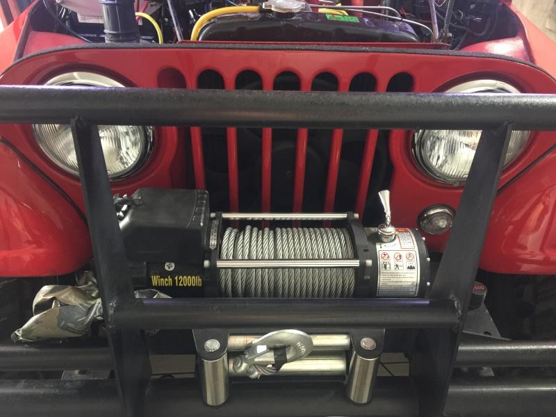 Foto da frente do Jeep, com o guincho de 12000LBS