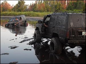 Ford Explorer vs Cherokee Sport-xj.jpg