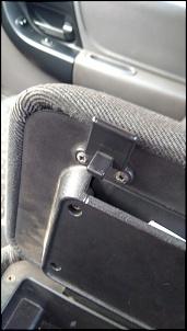 Dúvida quanto a montagem correta da trava da tampa de apoio de Braço Ranger XLS 2008-photo5008130784707586077.jpg