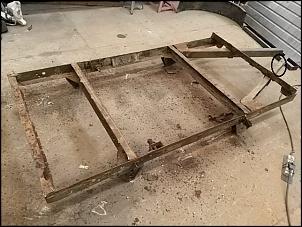 Restauração reboque militar anfíbio M100 1/4 TON-chassis-1.jpg