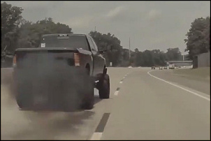 Carro eletrico polui mais do que carro a diesel.-picape_fazendo_coal_roll.jpg