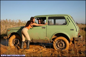 -girls_with_riding_boots_carstuck_mud_wrestling_010.jpg