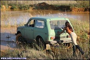 Próximo Final de Semana - SP-girls_with_riding_boots_carstuck_mud_wrestling_009.jpg