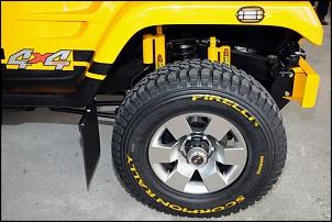 Amortecedores da suspensao do troller de rally-detalhe-amortecedores-pneu-e-roda.jpg