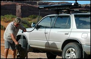 """Tracker Camper - um """"micro-motorhome"""" para expedições e acampamentos-437440d1383221545t-o-que-e-isso-no-bagageiro-de-teto-solar_road_shower_q_49442.jpg"""