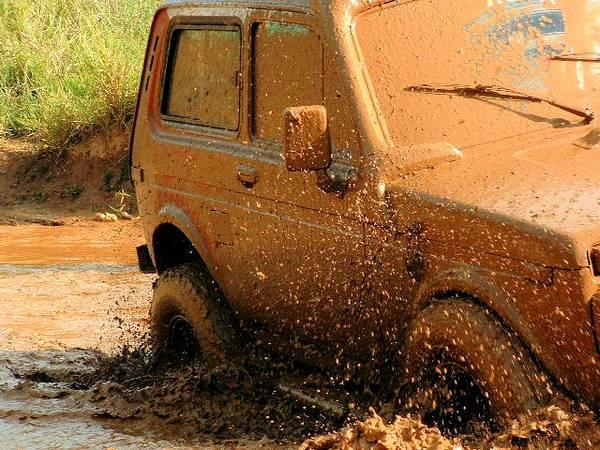 brincadeira na lama